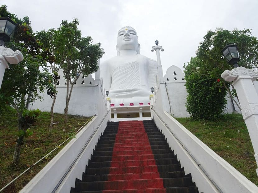 Buddha statue Bahiravokanda Vihara
