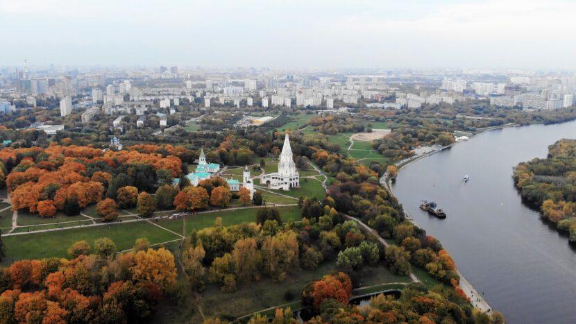 Церковь Вознесения Господня и окружающие памятники, вид сверху