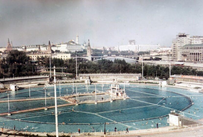 Самый большой бассейн в мире-Москва