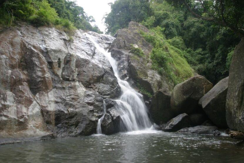 Храм водопада Хин Лад