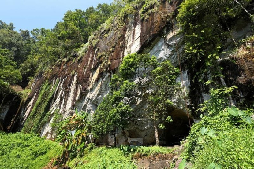 разведку, съемку, картографирование и фотографирование пещер.