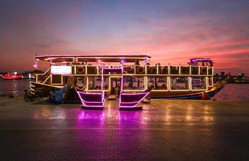 2-часовой плавучий ресторан Zomorrodha Dinner Cruise