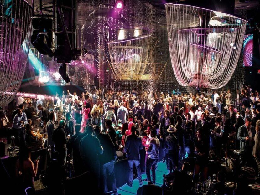 вечеринка в клубе Кавалли
