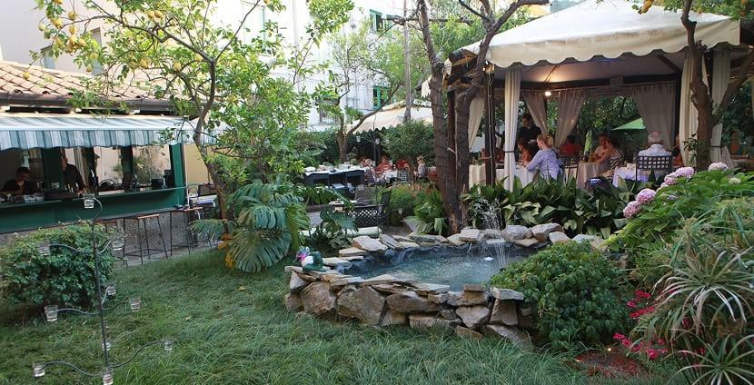 Ресторан Latino Garden Restaurant and cafe
