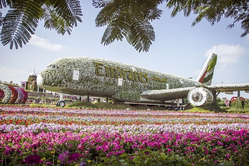 Самолет Emirates A380