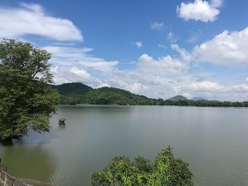 Mahiyanganai Sorabor Lake, Uva Province