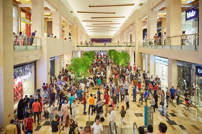 Магазины в торговом центре Yas Mall
