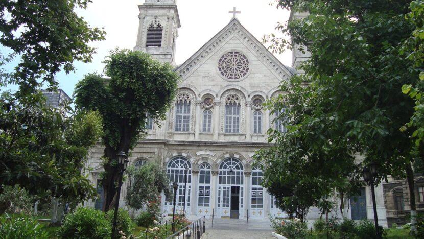 Церковь у площади Таксим