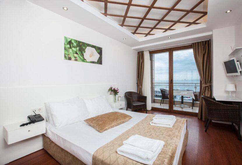 Отель на острове Бююкада