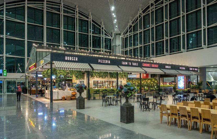 Кафе в аэропорту в Стамбуле