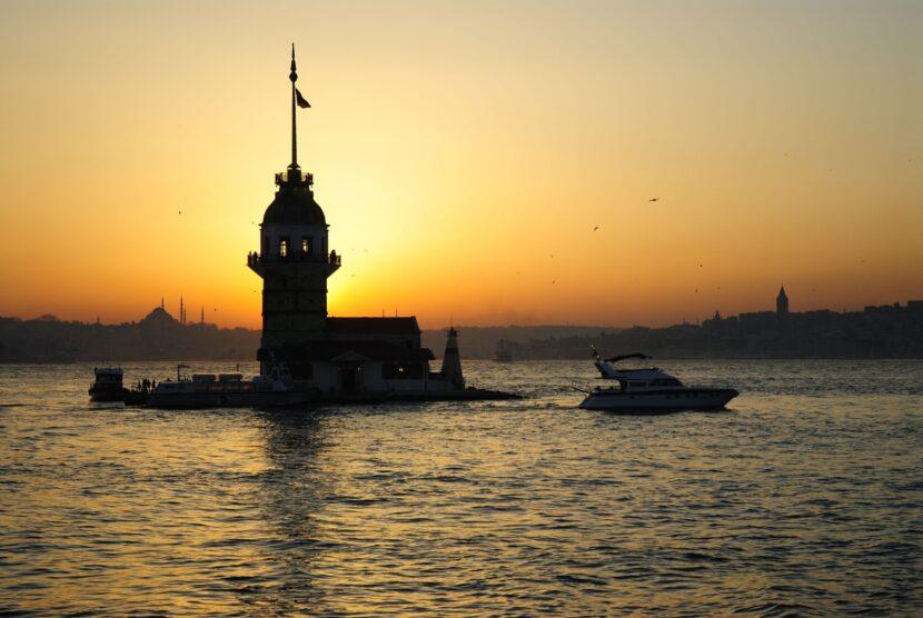 круиз на закате по Босфору