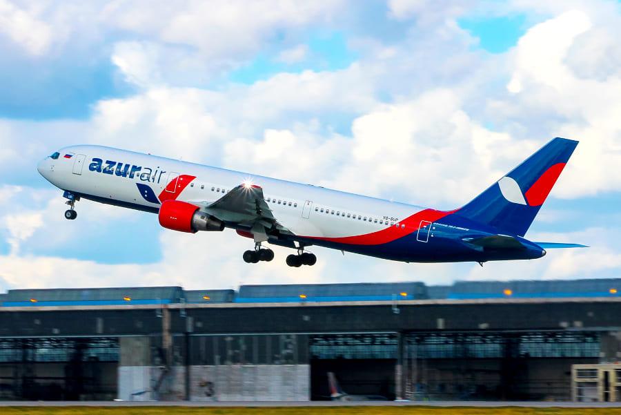 Самолёт AZUR air