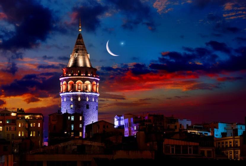 Галатская Башня ночью