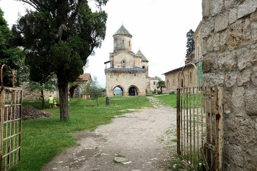 дорога в Гелатский монастырь