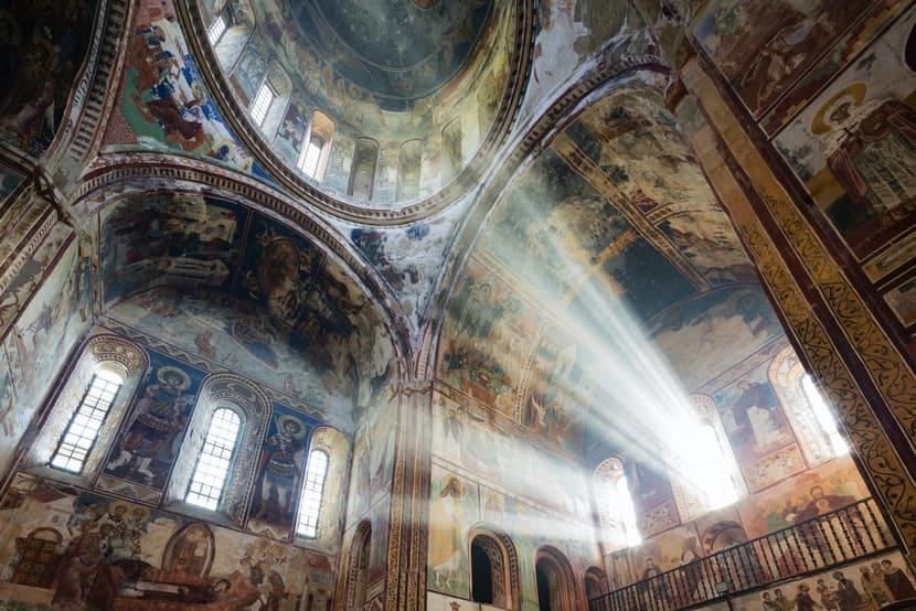 Гелатский монастырь внутри