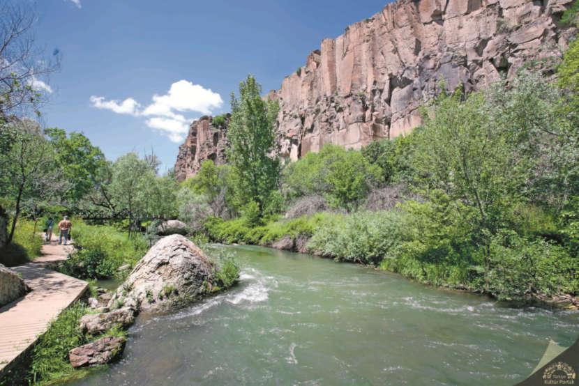 Река в долине Ихлара