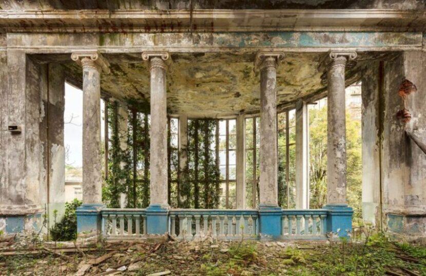 Заброшенное здание Абхазии