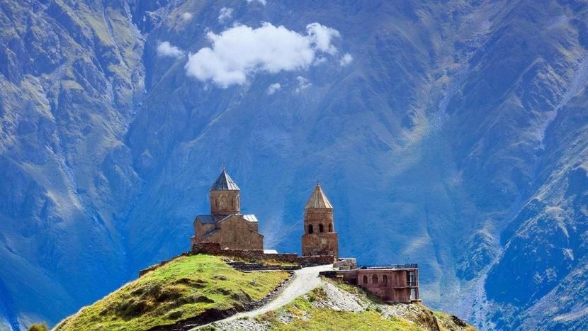 вид на Гергетскую Троицкую церковь