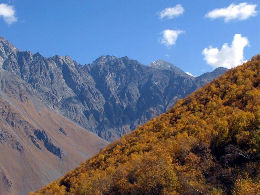 осень Казбеги