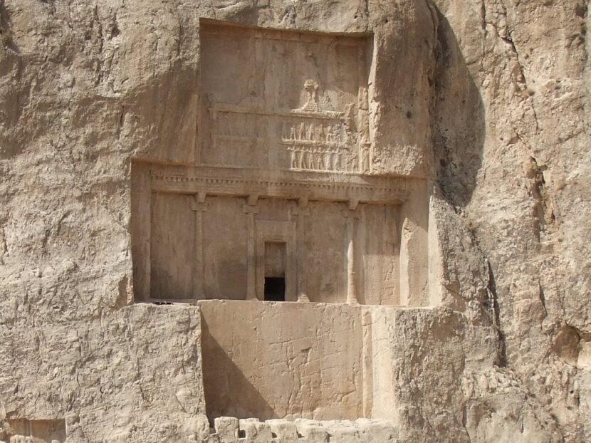 Персидская мемориальная гробница