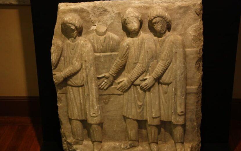 Постаменты статуи Порфирия