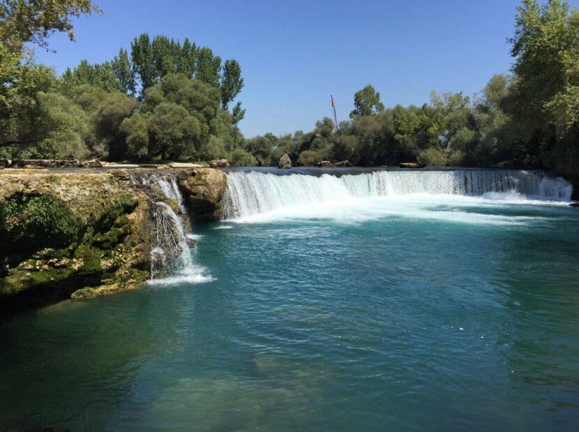 водопадом Манавгат