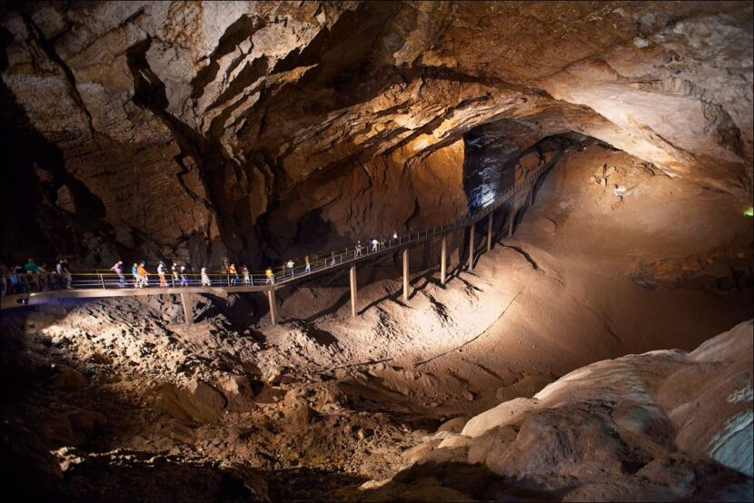 Пещера в Новом Афосе
